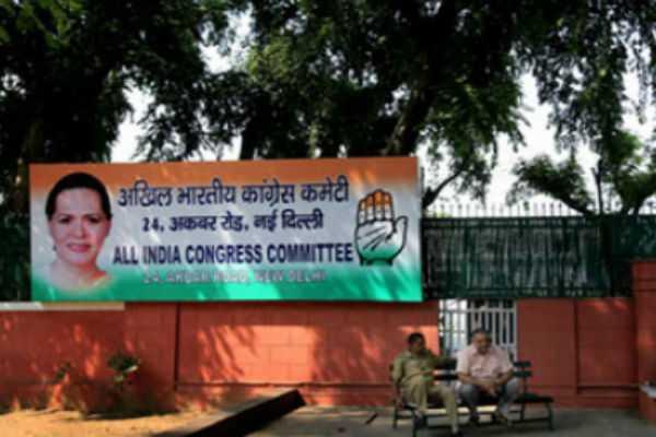 congress-questions-ec-time-differ-of-press-meet