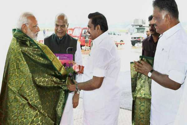 enthusiastic-modi-meeting-edappadi-palanisamy-of-intimidation