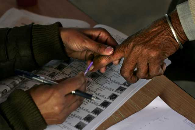 chhattisgarh-can-stop-looking-at-putting-ink-on-the-finger-during-the-maoist-voting-in-affected-areas