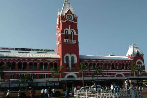 2-months-old-girl-child-left-alone-in-central-railway-station