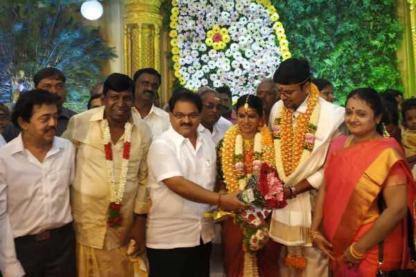 actor-vadivelu-s-daughter-marriage-held-at-madurai