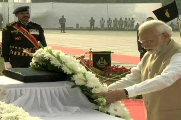 modi-pay-tributes-to-the-policemen