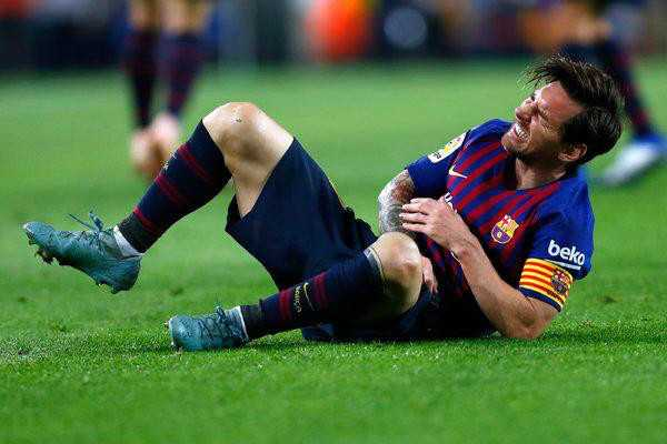 messi-out-for-3-weeks-with-fractured-arm