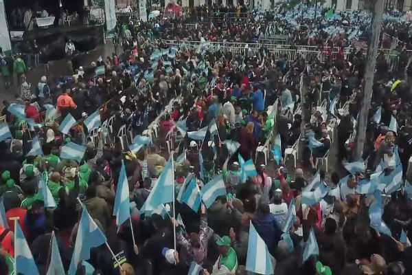argentina-hundreds-of-thousands-unite-in-mass-for-peace-bread-and-work