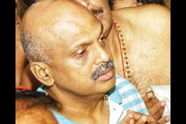 teary-eyed-sreejith-prays-in-sabarimala