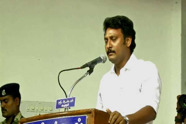 aiadmk-ministers-who-saw-dmk-mla-s-standing