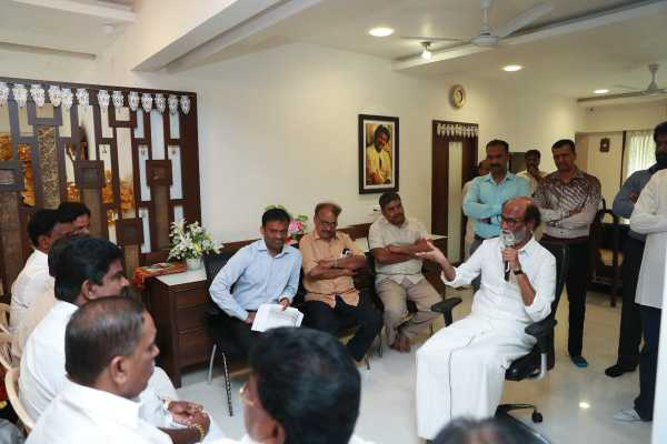 rajinikanth-discussion-with-their-executives