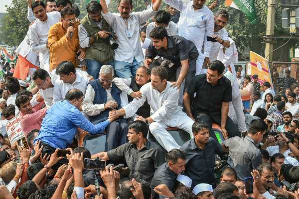 rahul-leads-protest-in-delhi-against-cbi-chief-s-forced-leave