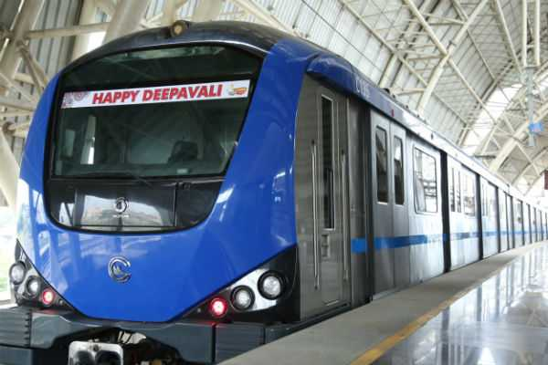 decorated-metro-rails-for-deepavali