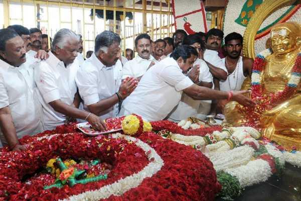 cm-edappadi-palanisamy-pays-his-tribute-to-muthuramalinga-thevar