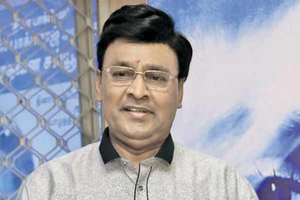 after-sarkar-issue-bhakyaraj-steps-down-as-movie-writers-association-head