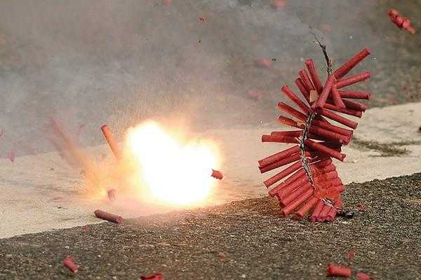 puducherry-government-fixes-time-slot-for-bursting-crackers-on-diwali