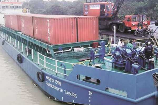 india-s-first-inland-vessel-with-cargo-of-16-trucks-heads-for-varanasi