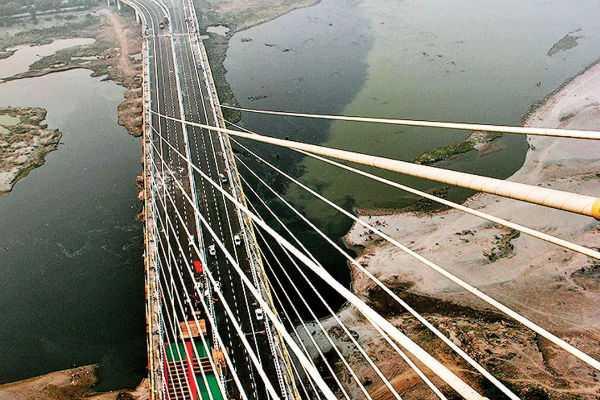 bjp-aap-clash-at-signature-bridge