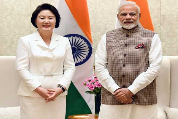 pm-modi-meets-first-lady-of-south-korea-kim-jung-sook