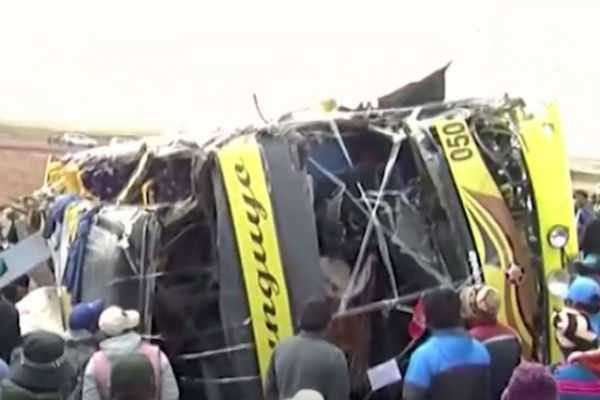 peru-bus-lorry-accident-18-dead