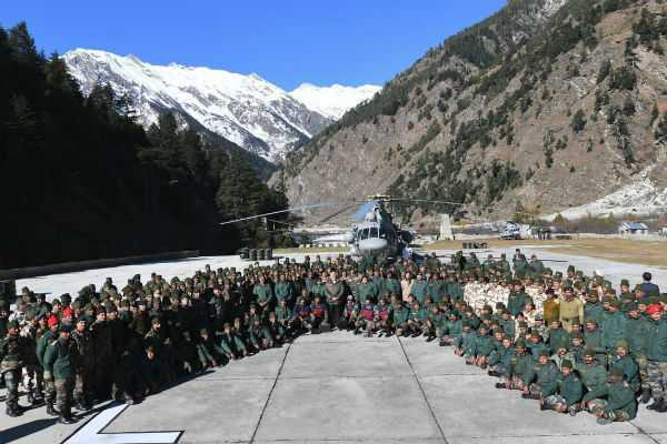 pm-modi-celebrated-diwali-with-soldiers-at-uttarakhand