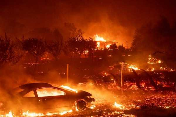 us-california-hounded-by-wildfires-25-dead