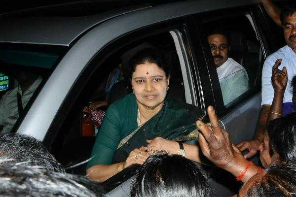 chief-minister-s-dream-sasikala-to-avoid-t-t-v-dhinakaran