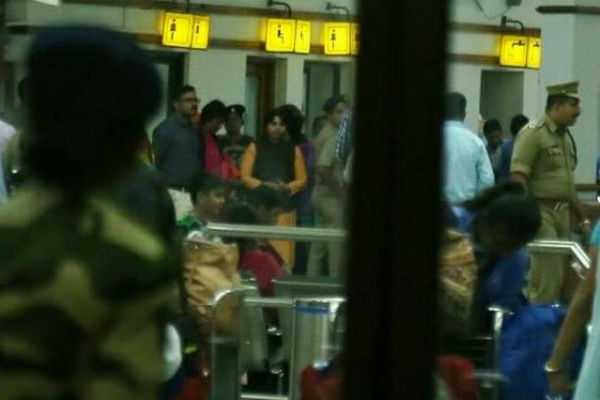 women-activist-trupti-desai-set-to-go-sabarimala-tomorrow-held-captive-in-airport