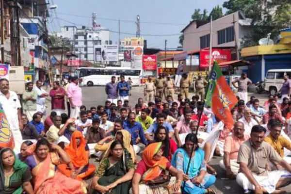 kerala-bjp-blocked-highways