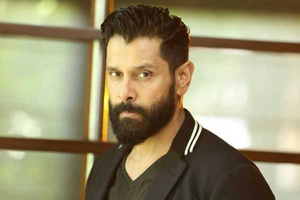 actor-vikram-gives-rs-25-lakh-for-gaja-flood-relief