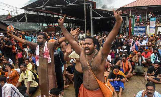 midnight-swoop-on-devotees-in-sabarimala-cops-brutalize-men-chanting-prayers