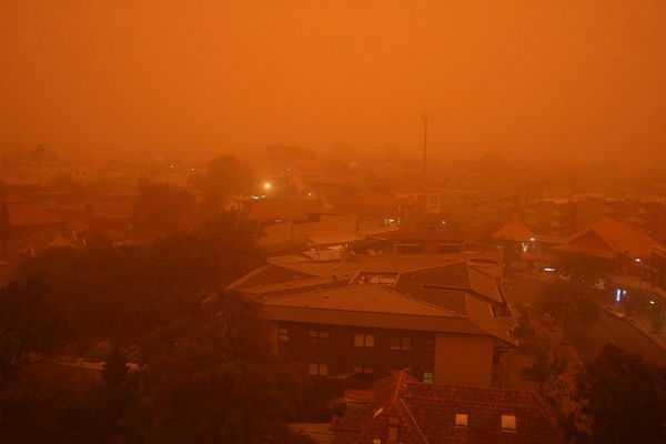 giant-dust-storm-sweeps-across-australia