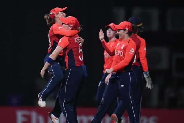 wt20-england-win-by-eight-wickets