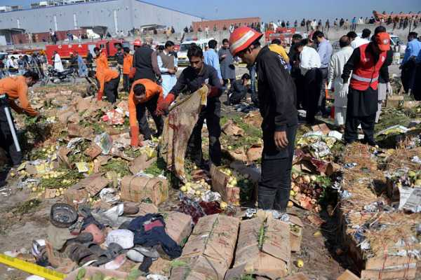 bomb-blast-in-pakistan-30-dead