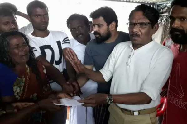 bharathiraja-ameer-vetrimaran-visit-farmer-sundarrajan-s-family-and-provide-relief