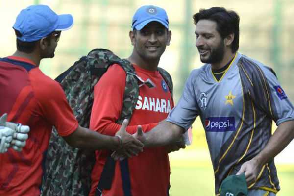 nobody-has-the-right-to-tell-ms-dhoni-when-to-retire-shahid-afridi