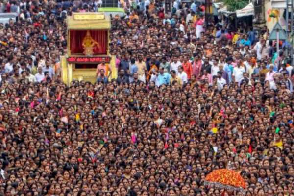 after-targeting-devotees-kerala-police-now-targets-fb-users-over-sabarimala-serves-25-000-notices-mostly-to-nri-s