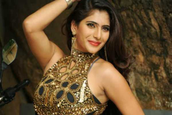 actress-neha-saxena-humiliates-guy-who-asked-for-a-one-night-stand