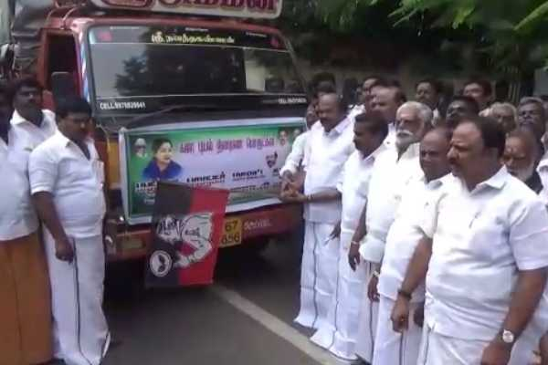for-madurai-aiadmk-executives-rs-40-lakh-worth-of-relief-materials