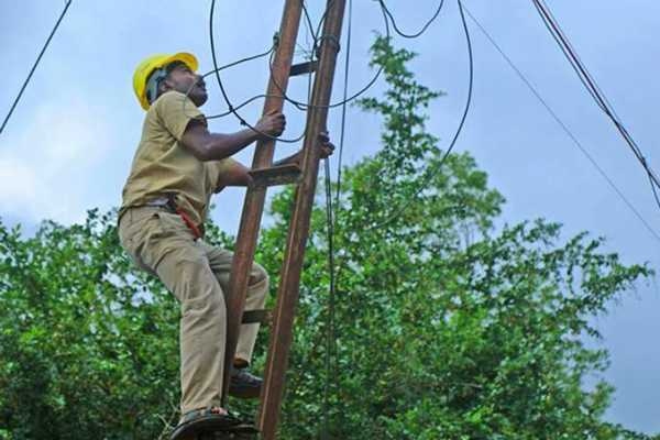 gaja-cycloe-67-of-electricity-work-finished-in-rural-areas-tn-govt
