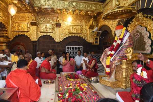 saibaba-sansthan-trust-removes-controversial-signboards-after-protests