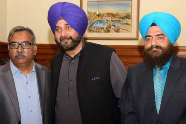 congress-backs-navjot-sidhu-in-row-over-photo-with-pro-khalistan-activist