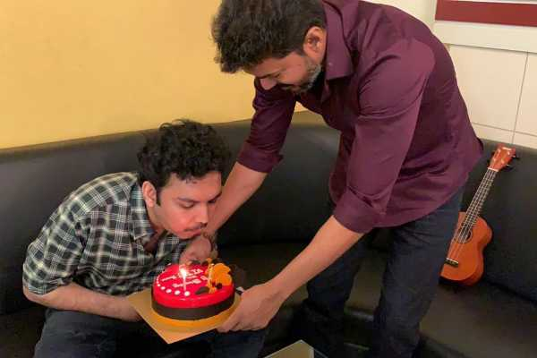 actor-vijay-visits-nasser-house-to-celebrate-his-son-s-birthday