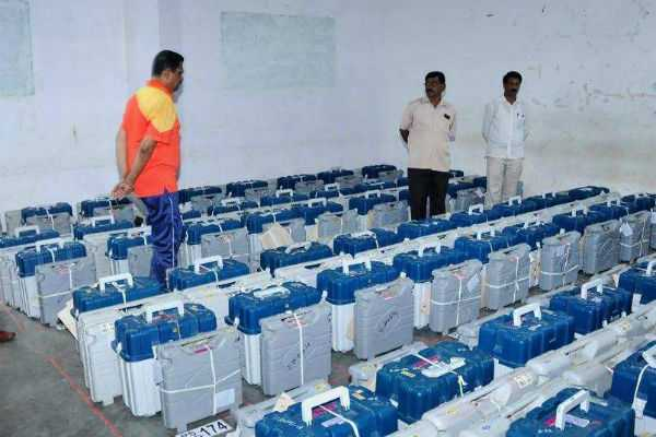 ec-admitts-cctv-failure-for-an-hour-in-evm-kept-rooms