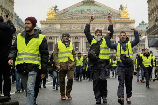 288-arrested-in-paris-protests-against-rising-fuel-prices