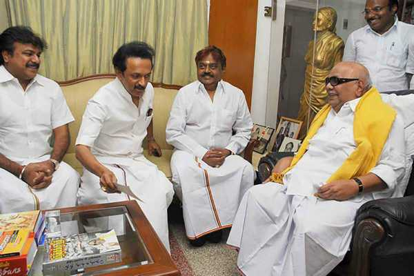 vijayakanth-wonders-karunanidhi-waiting-for-the-dmk