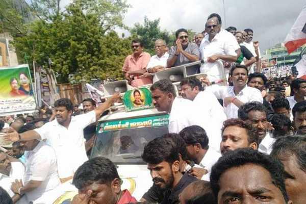 jayalalithaa-death-anniversary-ttv-dinakaran-tributes