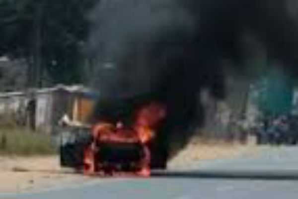 nellai-a-fire-broke-in-a-car-going-on-the-road