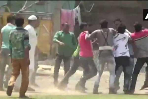 clashes-erupt-between-bjp-workers-cops-in-west-bengal-s-jalpaiguri