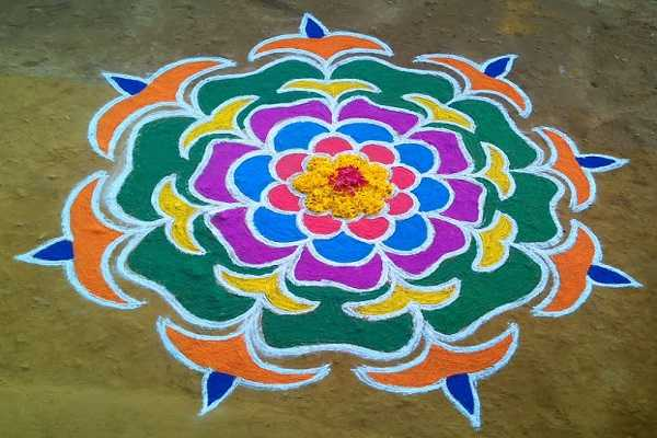 kolam-that-brings-goddess-mahalakshmi-to-our-house