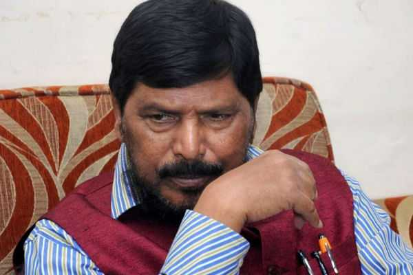 youth-assaulted-union-minister-ramdas-athawale