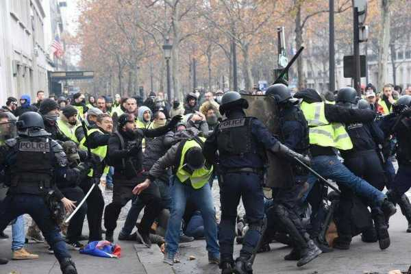 1-385-yellow-vest-protesters-arrested-across-france