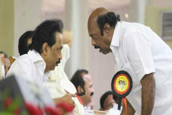 dmk-seniors-in-the-hands-of-velu