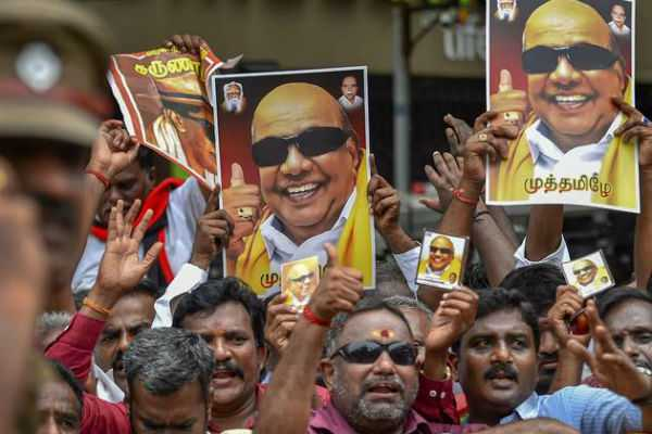 special-arrangements-for-cadres-in-ymca-to-see-karunanidhi-statue-inauguration